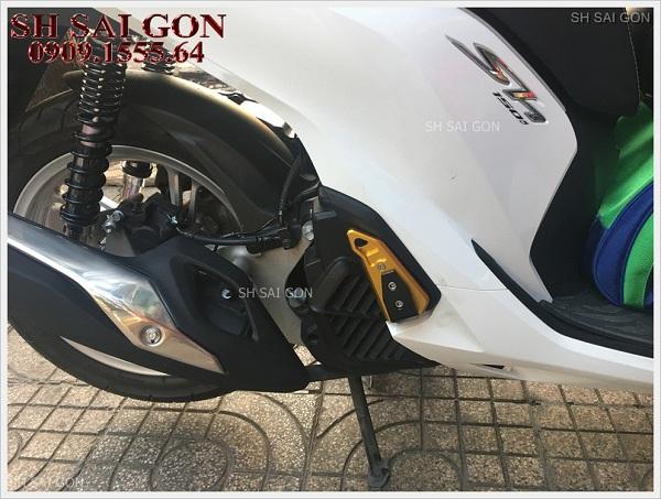 Image gác chân Biker nhôm nguyên khối sang trọng cho xe SH 2017 giá siêu rẻ cao cấp tại Sài Gòn